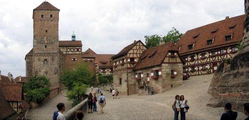 800px-Nuernberg_Burg_Panorama_PtGUI