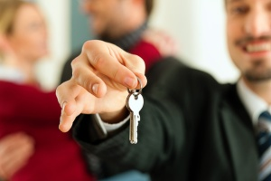Keys-apartment-rental-scam-real-estate-agent