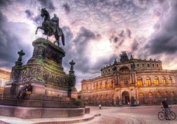 dresden-semperoper-theaterplatz-580x407